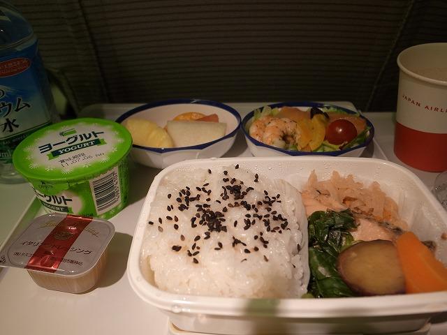 <p>k)機内食・朝食です</p>