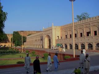 Roshnai Gate, Lahore, Pakistan - April 2008 | by SaffyH