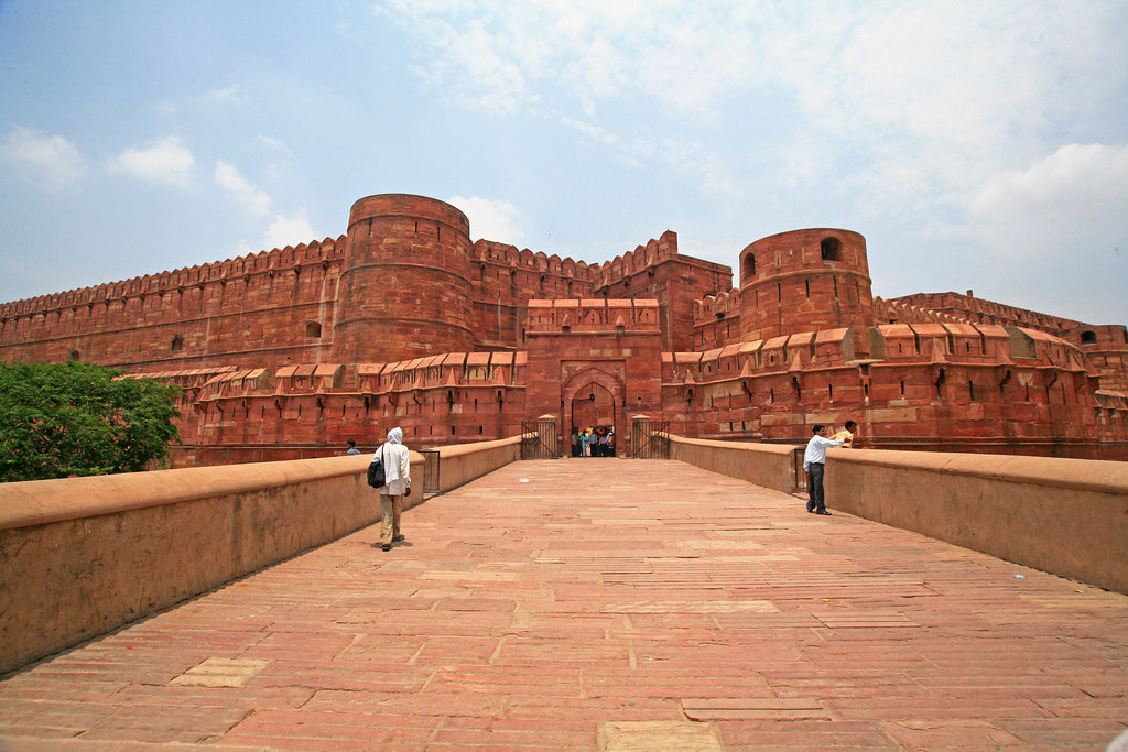 Red Fort Agra tourist places in Agra