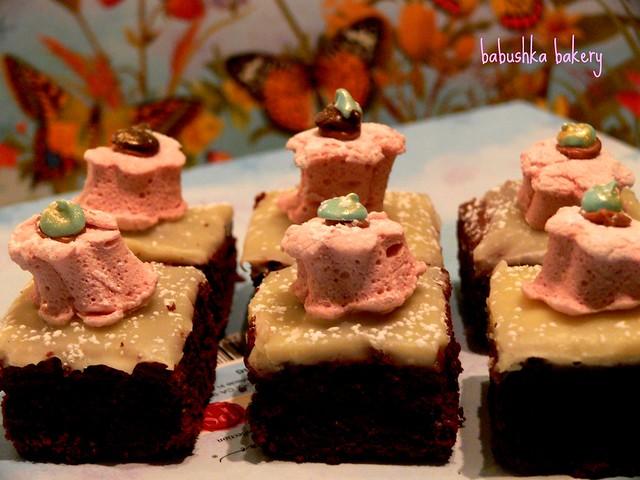 Marie Antoinette brownies w chocolate jewel