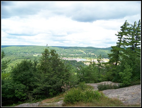 ontario canada green lookout hills granite eaglesnest mypics greenhills bancroft canadianshield theeaglesnest rocksandtrees eaglesnestpark hastingscounty treesandrocks thehighlandsofhastings highlandsofhastings northhastings theeaglesnestpark fromhighupabove thecanadianshield