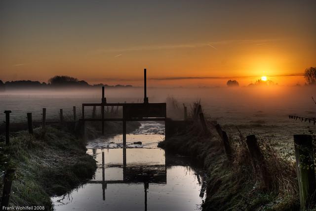Wassersperre im Sonnenaufgang