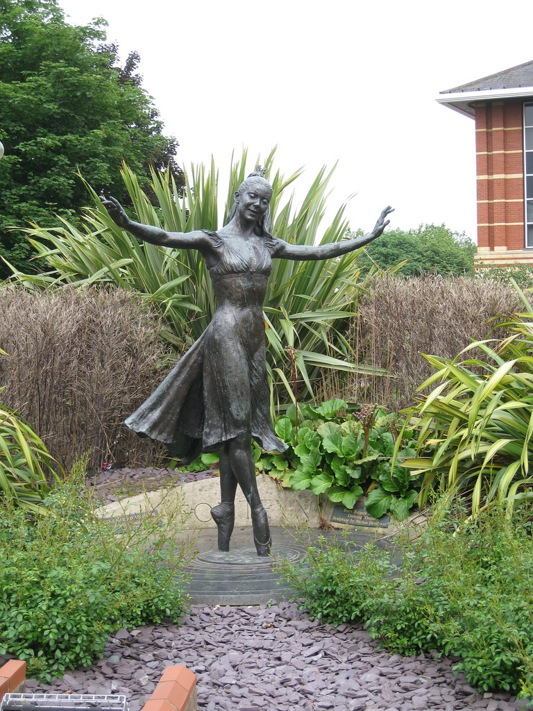 Statue of Dame Margot Fonteyn in Reigate