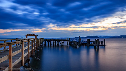 longexposure bluehour nightphotography sunshinecoast beautifulbritishcolumbia canoncanada