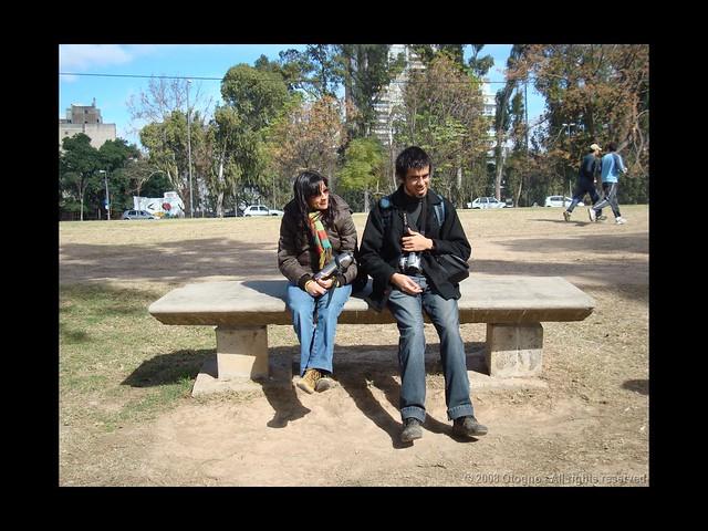 Marisa y Pablo tomando un descanso en el Parque Sunchales