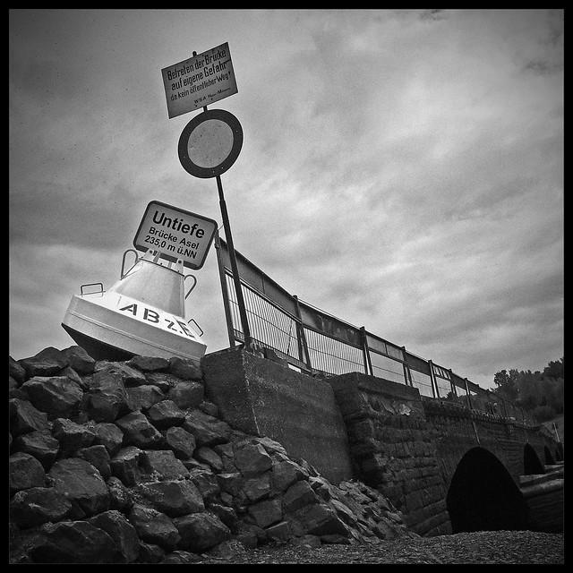 Brücke Asel monochrom
