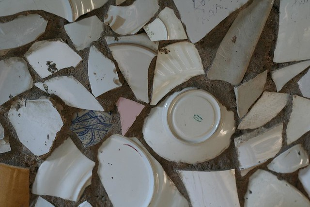 Plates | Broken plates, bangles, etc  have all been used to … | Flickr