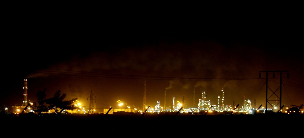 Oil Refinery | The Essar Oil Refinery at Vadinar, near Jamna
