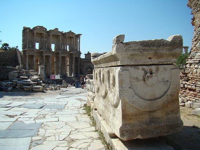 Efeso Biblioteca de Celso en Via de los Curetos Turquia 47