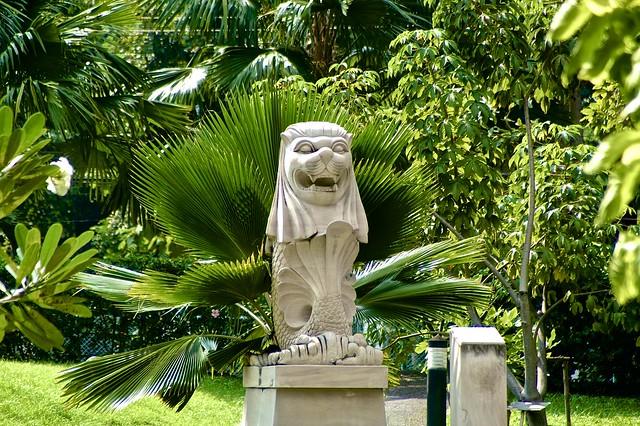 Statue in Benjakiti Park
