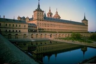Reflejo, detalle de la Fachada Sur, Monasterio de San Lorenzo de El Escorial, Madrid, España | by rahuldlucca