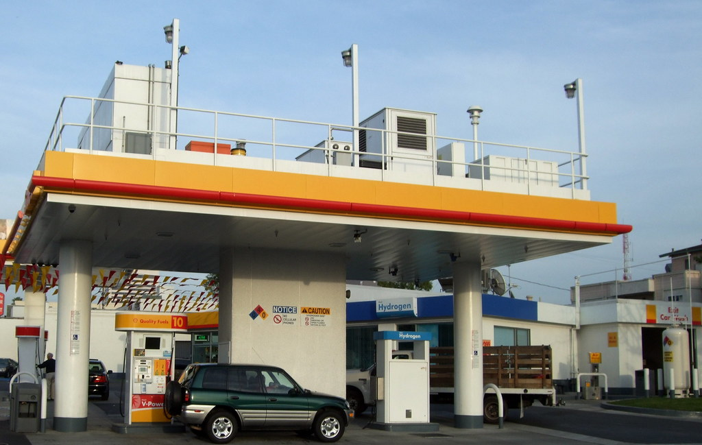 Hydrogen Fuel Apparatus   At the Shell Fueling station on Sa