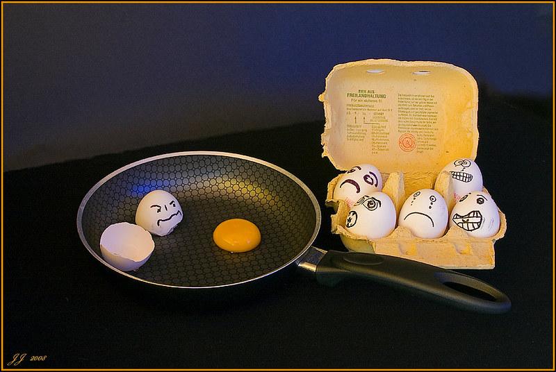 In die eier treten