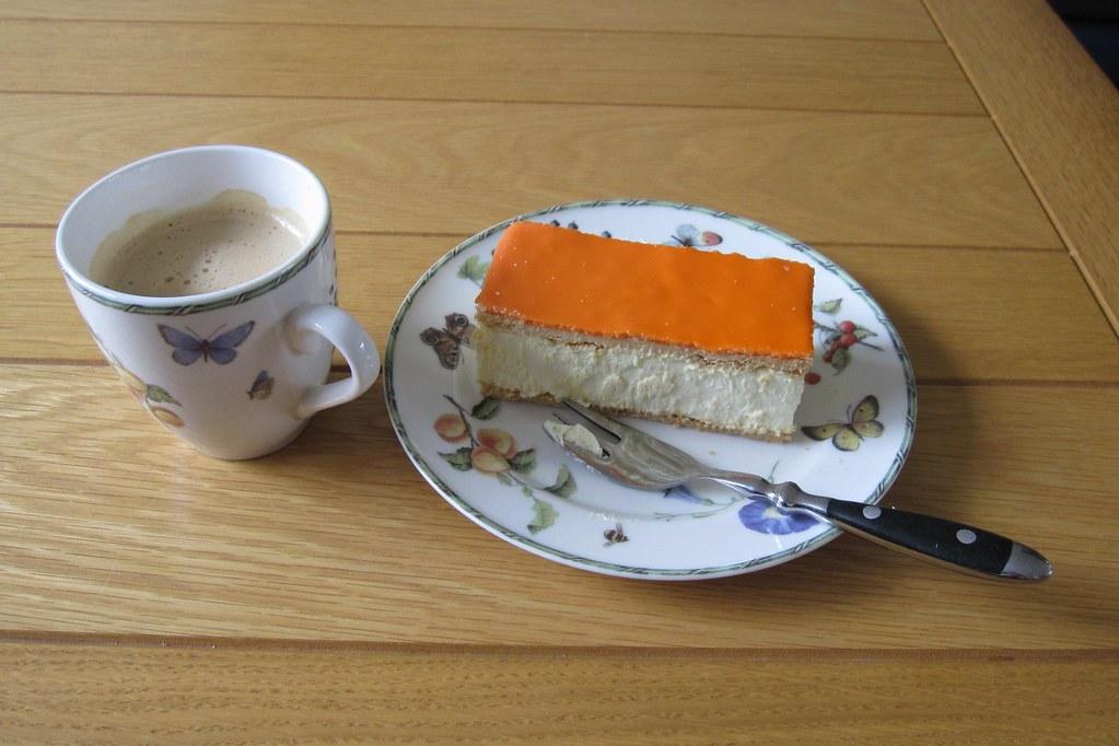 koffie met oranje tompouce | Wil Gardien-Stekelenburg | Flickr
