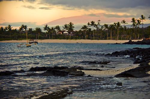 ocean light sunset beach island hawaii bigisland kona goldenhour kailuakona sarahlee kukio legothenego vivantvie