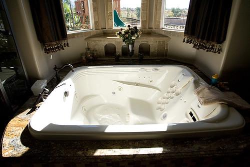 Bathtub/spa