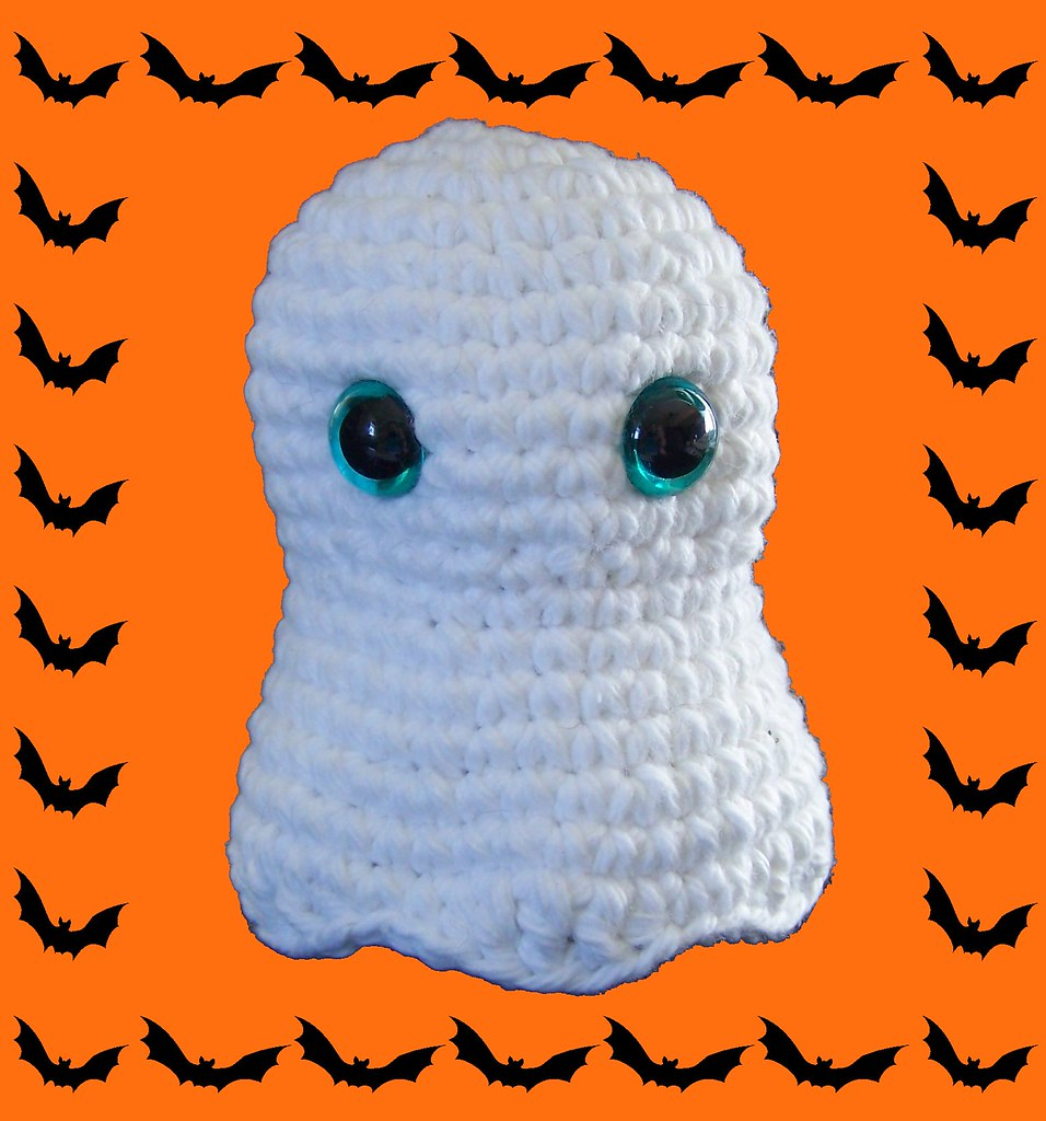 Amigurumi Halloween pattern for the Ghost, pumpkin cats and bats | 1024x956