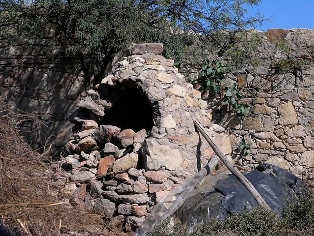 Horno típica Poblana (grupo indígena), entre Ameca y San Rafael de las Tablas, Zacatecas, Mexico