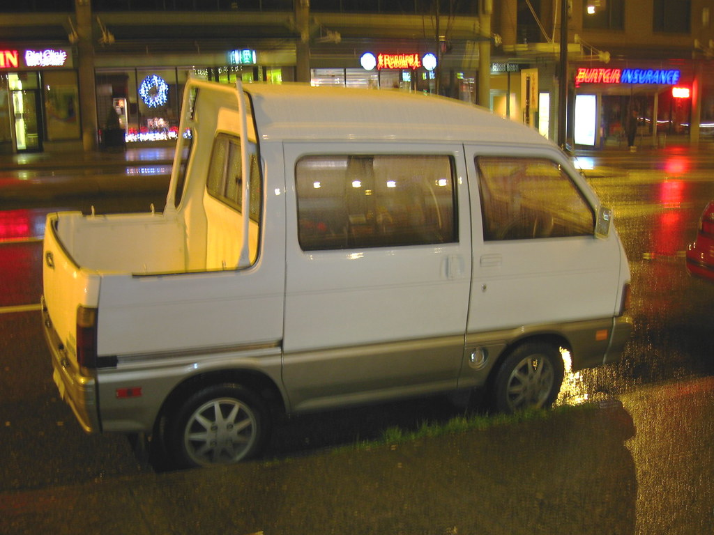 Daihatsu HiJet Deck Van | First time I've spotted this Daiha