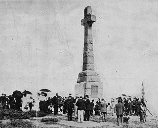 Unveiling of memorial cross commemorating the Irish immigrants of 1849 who died of cholera in 1849 / Monument érigé en 1909 commémorant la mort des immigrants irlandais de 1849