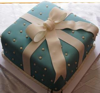 It's a gift, it's a cake! | by ttnk