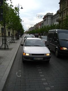 BRU403 (car on cycle lane)