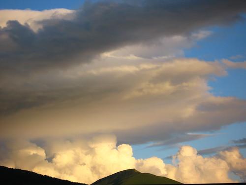 pirineos pirineus pyrenees mountain queralbs españa spain catalunya catalonia europe europa clouds sky sunset mrgniqq interrail grass pasture taga eltaga travel spania landscape espanya ripollès