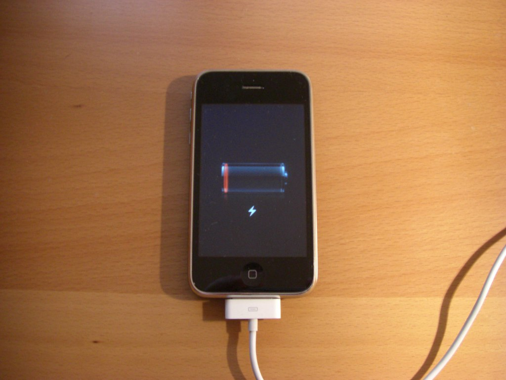 iPhone 3G won't charge anymore | iPhone 3G won't charge anym… | Flickr