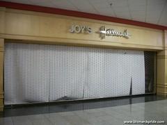 Closed Joy's Hallmark at Gateway Mall - Bismarck, North Dakota