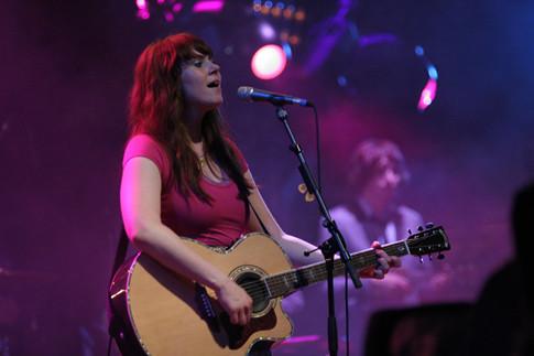 kate nash with guitar