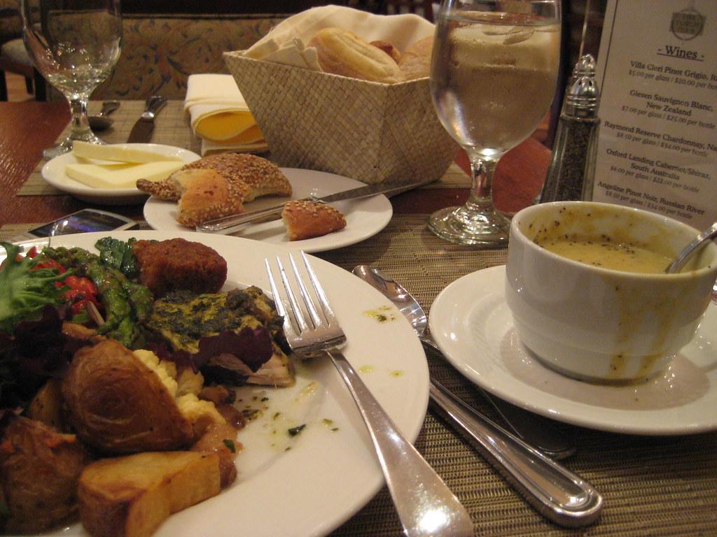 Solo Lunch at NYU Torch Club | Courtesy of NYU Orientation