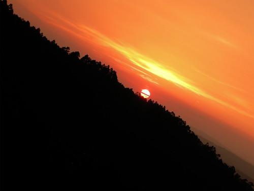 sunset sun contraluz nikon paisaje diagonal agosto cielo naranja lanscape horizonte anochecer paisaxe solpor p5000 citrit olétusfotos