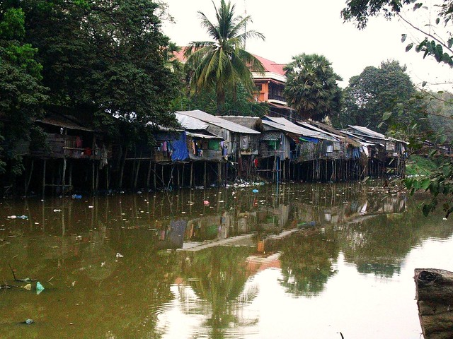 Cambodia, Siam Reap - Angkor-  Leben amverdreckten Fluss  - 3