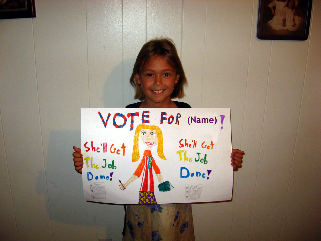 petite fille avec une pancarte