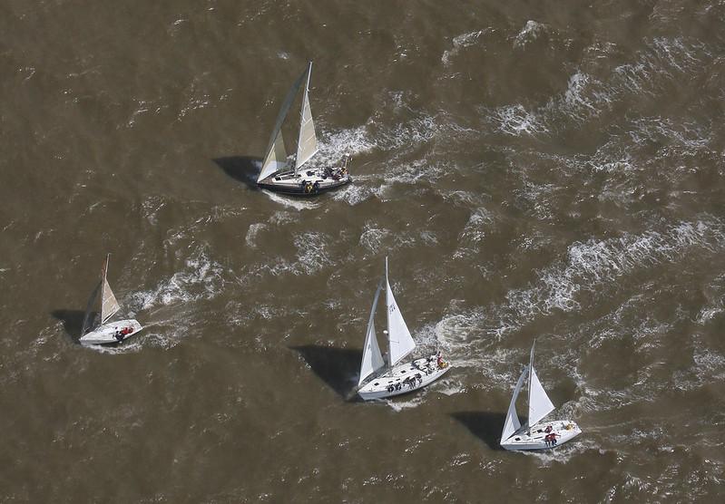 Veleros navegando en el río de la Plata