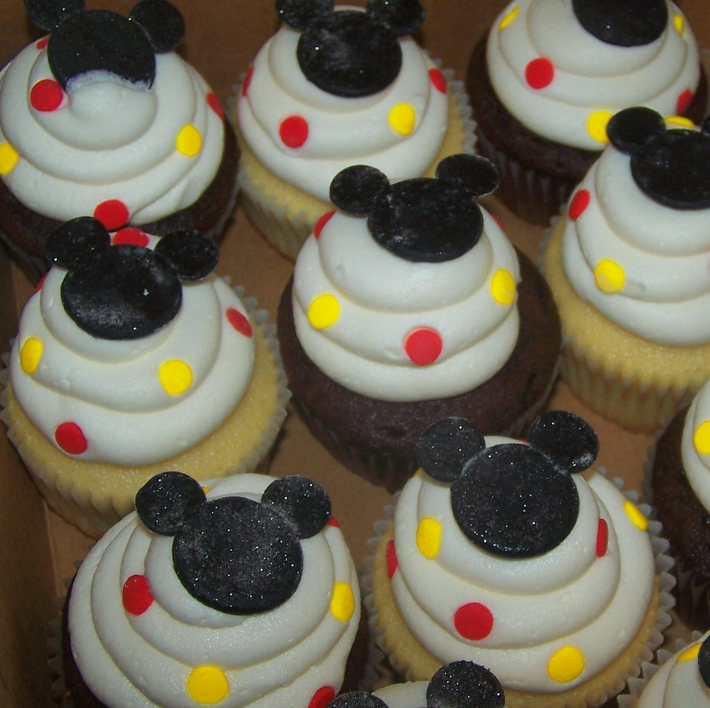Mickey Mouse Cupcakes Fondant Mickey Topped With Edible Sh