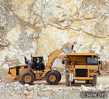 Open cut limestone mining near Bathurst NSW | Loader filling