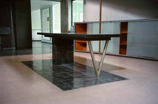 villa la roche-jeanneret - 8 gallery table