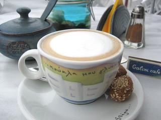 在峭壁邊上的一家咖啡廳 - Galini Cafe