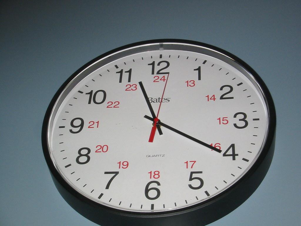 Obtuse Clock | The clock hands show a obtuse angle  The seco