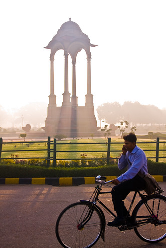 india bike sunrise dawn cyclist delhi cellphone mobilephone indiagate kinggeorgevmemorial