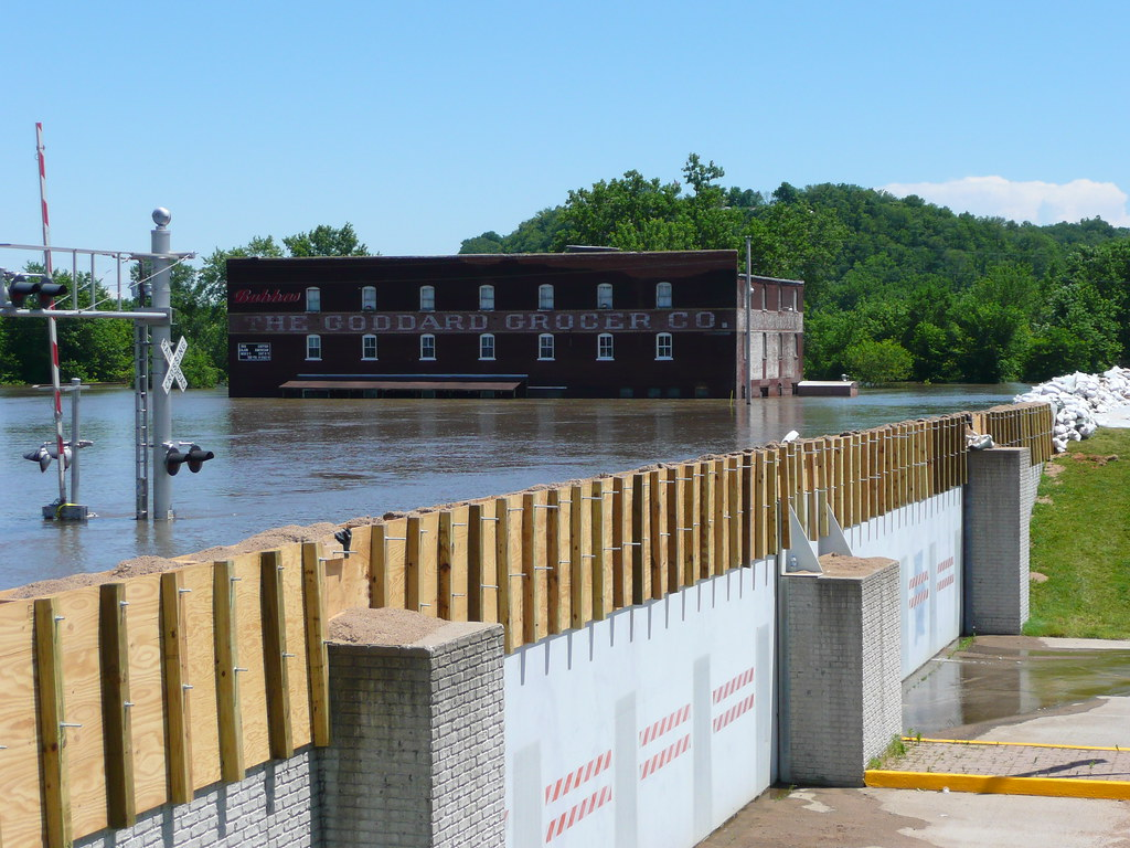 Hannibal, MO Flood Gate | On the way back from a conference