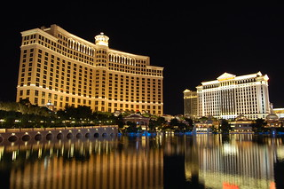 Caesars Palace e Bellagio by Night | by MadGrin