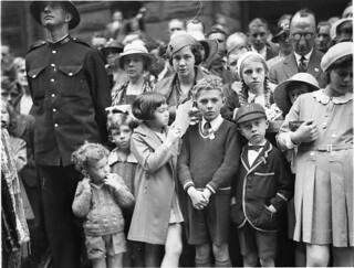 Armistice at the Cenotaph, Martin Place, Sydney, 1934 / photograph by Sam Hood