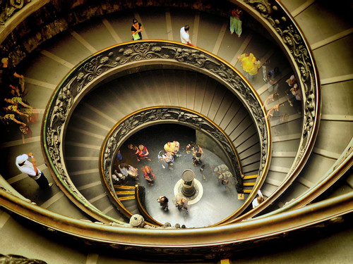 Taking photos at Vatican Museum. Ferragosto 2008 | by Perrimoon