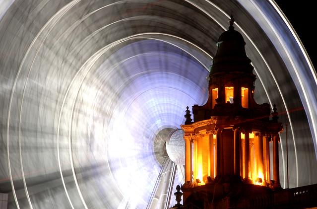 Belfast / Béal Feirste (Northern Ireland) - City Hall and Big Wheel