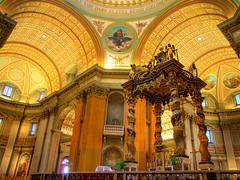 Basilique-cathédrale-Marie-Reine-du-Monde-et-de-Saint-Jacques