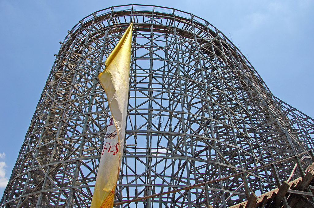 Busch Gardens Wooden Roller Coaster The First Shot Of The Flickr