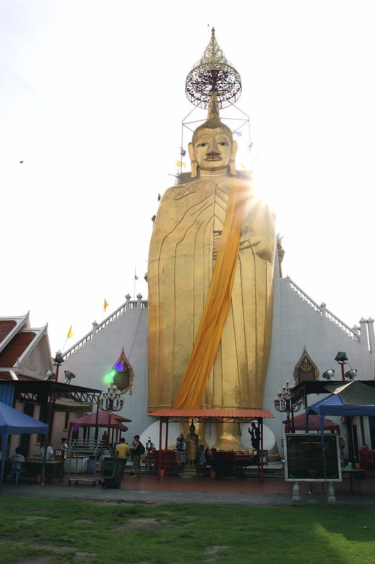 Wat Intharawihan - Bangkok