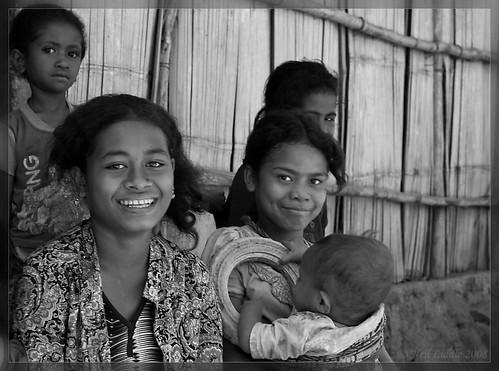 girls bw group easttimor oecussi rtwoverland